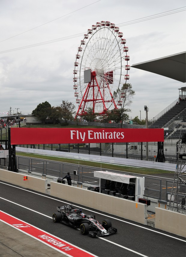 Hamilton wins in Japan, Vettel fails