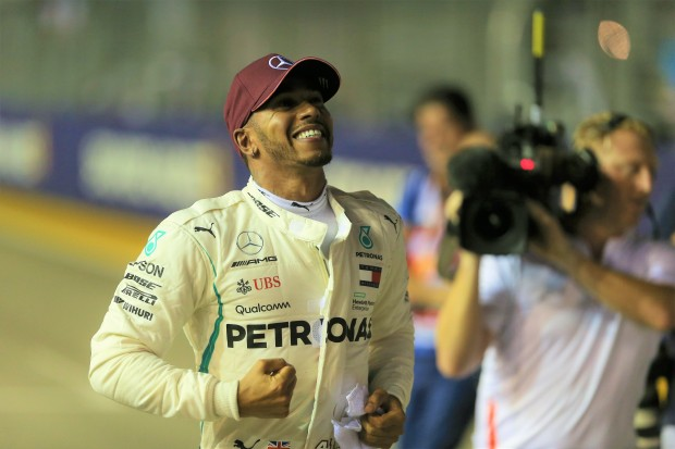 Hamilton wins city tour in Singapore