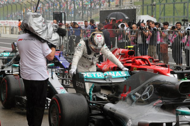 Lewis wins in Japan - disaster for Vettel